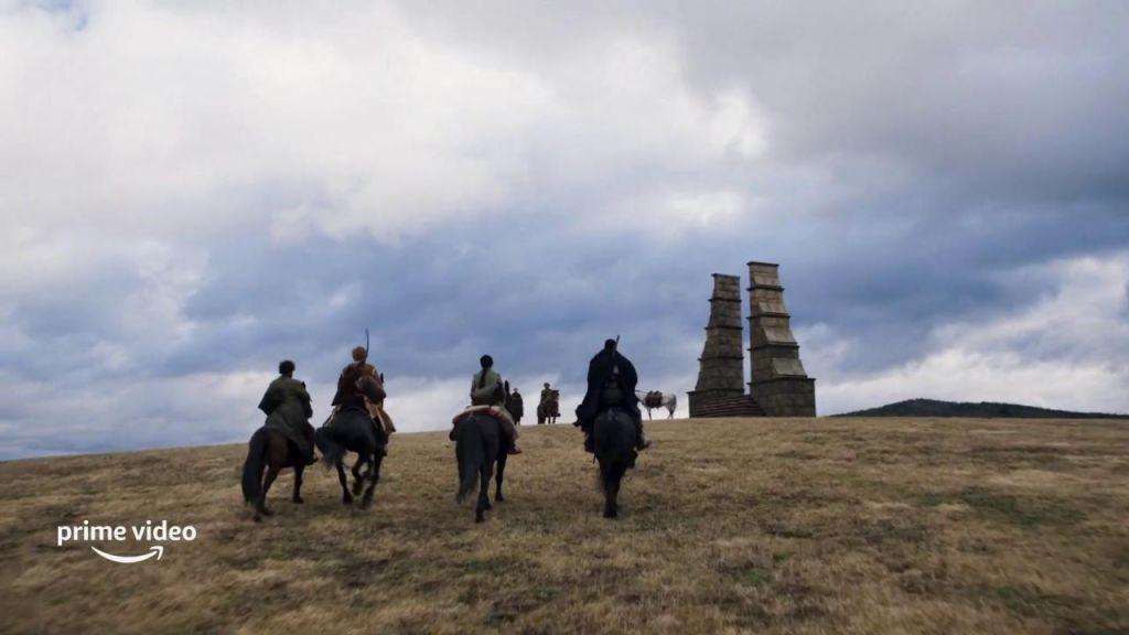 Mat, Rand, Nynave, and Lan ride toward the Waygate